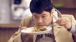 hombre_comiendo_rapido